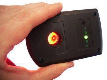 А вот так будет выглядеть блик от камеры, когда Вы будете исследовать помещение с помощью детектора BugHunter Dvideo